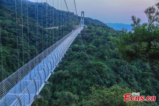 Guangdong opens 200-meter-high glass bridge