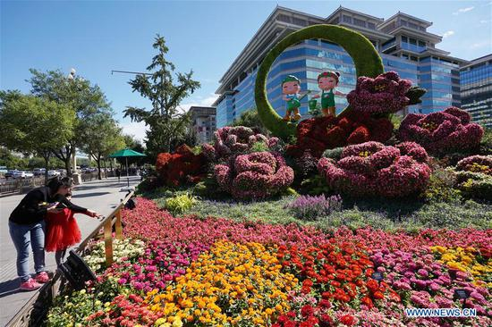 Beijing decorated with ornamental flower parterres for National Day