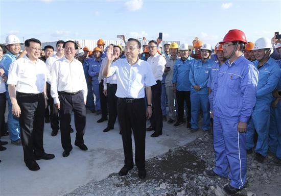 Chinese Premier Li Keqiang, also a member of the Standing Committee of the Political Bureau of the Communist Party of China Central Committee, inspects a privately-owned world-class petrochemical project in east China's Zhejiang Province, Sept. 27, 2018. Li made a research trip from Sept. 27 to 28 in Zhejiang Province. (Xinhua/Pang Xinglei)