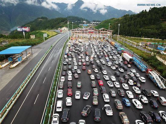 China witnesses travel rush during National Day holiday