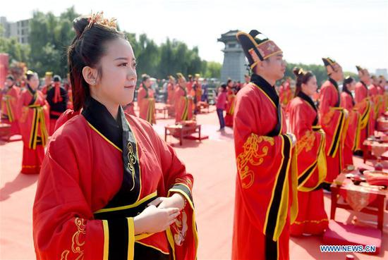 Group wedding ceremony held in China's Shaanxi