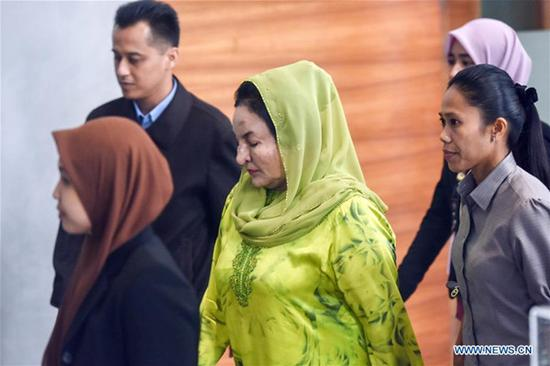 Rosmah Mansor (C), wife of former Malaysian Prime Minister Najib Razak, arrives for questioning at the headquarters of Malaysian Anti-Corruption Commission (MACC) in the administrative center of Putrajaya, Malaysia, Oct. 3, 2018. Rosmah Mansor was detained by the MACC on Wednesday, and is to be charged with money laundering related to the state investment company 1MDB. (Xinhua/Chong Voon Chung)