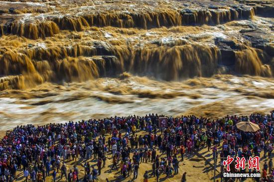 China sees domestic tourism boom during National Day holiday