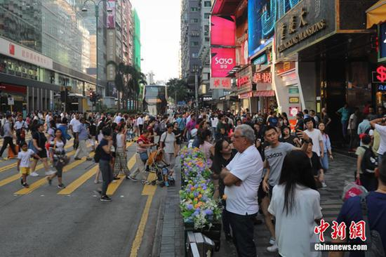Outbound Chinese tourists favor cosmetics during National Day holiday