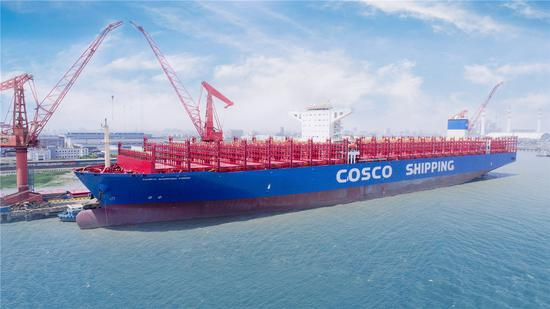 The super-sized container ship Cosco Shipping Virgo, which has a deck area as large as four football fields, was delivered by Shanghai Waigaoqiao Shipbuilding Co at a port on May 29, 2018. (Photo provided to chinadaily.com.cn)