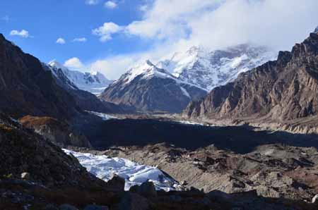 File photo of Glacier No. 1 in the Tianshan Mountains of northwest China's Xinjiang Uygur autonomous region. [Photo/www.ts.cn]