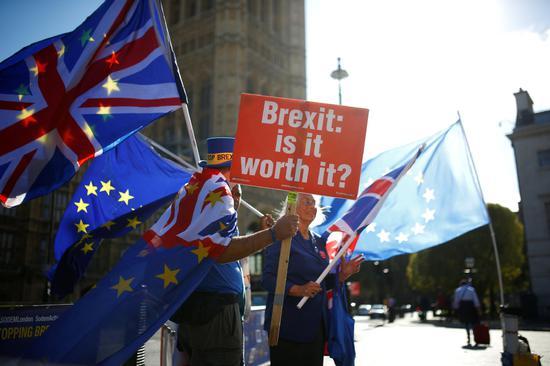 Brexit talks on knife-edge ahead of key Brussels summit