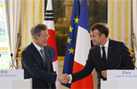 ROK's Moon urges France to ease DPRK sanctions to help denuclearization