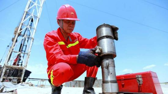China honors five outstanding workers