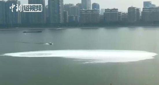 A huge whirlpool appears in Qiantang River in Hangzhou, Zhejiang Province, Oct. 17, 2018. (Photo/Screenshot on CNS TV)
