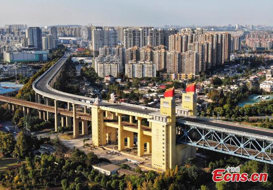 Iconic Yangtze River bridge under renovation