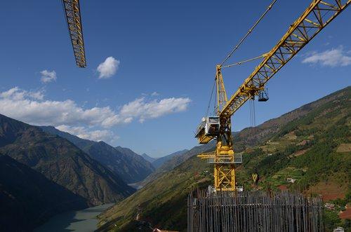 World's longest suspension bridge reaches milestone in Southwest China