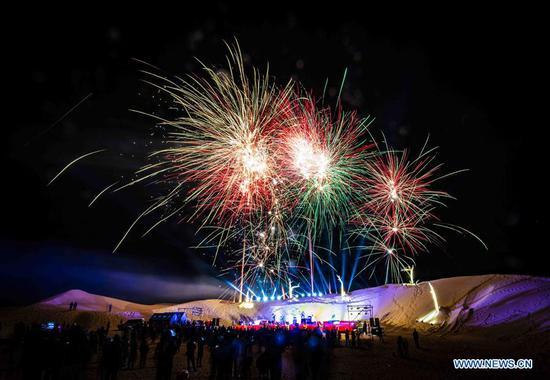 新疆切莫县举办沙漠主题音乐会