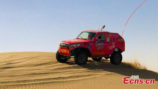 100 join Jeep race in northwestern desert