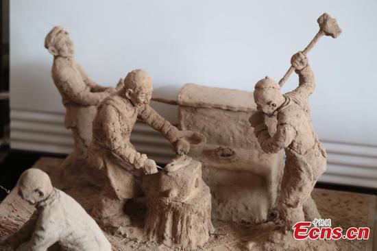泥塑揭示了过去崎countryside的乡村生活