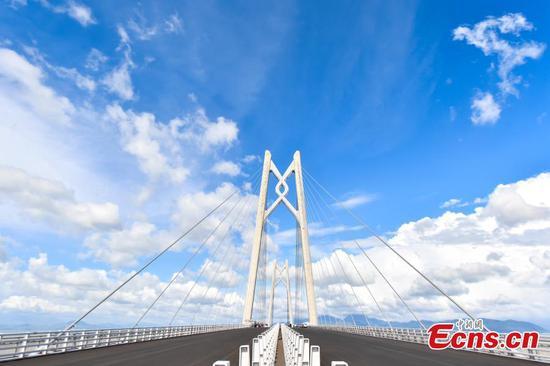 照片中的港珠澳大桥大楼