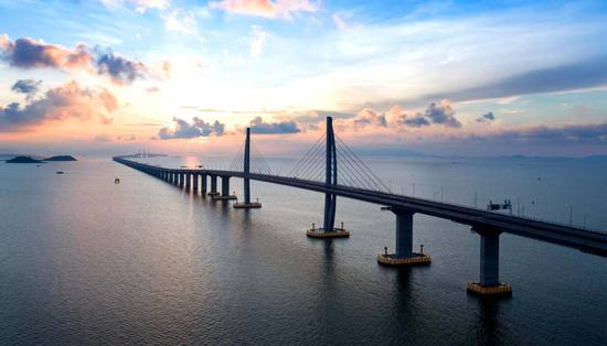 Eight things you need to know about Hong Kong-Zhuhai-Macao Bridge(