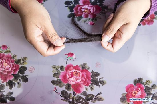 Embroidery works with hair in E China's Jiangsu