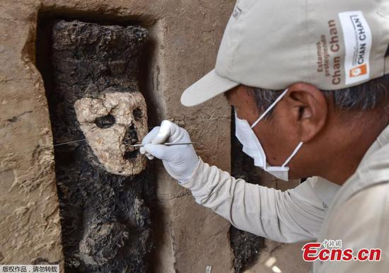 Peruvian archeologists discover pre-Columbian statues