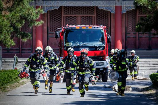 Chinese lawmakers review draft on firefighting personnel ranking