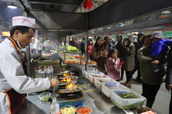 Hotan night market offers more than good food