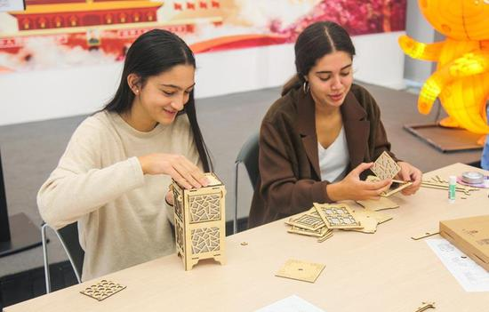 Workshop in Madrid offers insights into Qing Dynasty culture