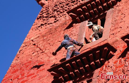 Annual repairs at Potala Palace after rainy season