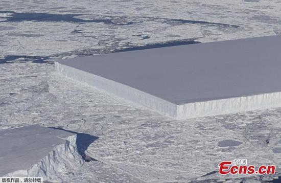 美国宇航局在南极发现完美的矩形冰山