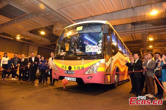 港珠澳大桥开通新的客车服务