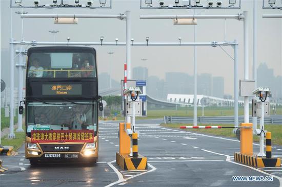 世界上最长的跨海大桥向公众开放