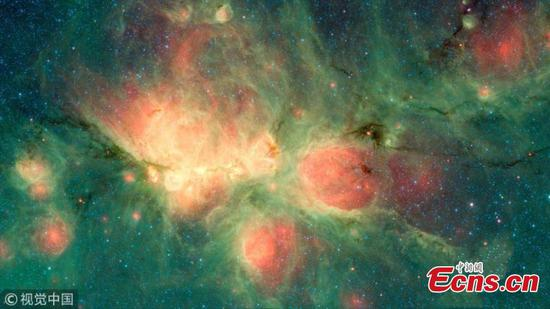 Newborn stars blow bubbles in the Cat's Paw Nebula