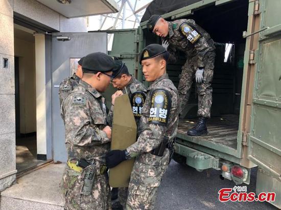 Koreas remove guns, guard posts from Panmunjom truce village
