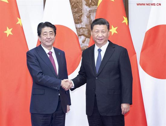 Chinese President Xi Jinping (R) meets with Japanese Prime Minister Shinzo Abe in Beijing, capital of China, Oct. 26, 2018. (Xinhua/Li Tao)