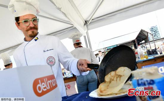 Balkan chefs break pancake record: 14,186 in eight hours