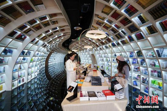 Neatly-arranged books are set on shelves at a new outlet of the Zhongshuge bookstore in Guiyang City, Southwest China's Guizhou Province, Oct. 29, 2018. . (Photo: China News Service/He Junyi)
