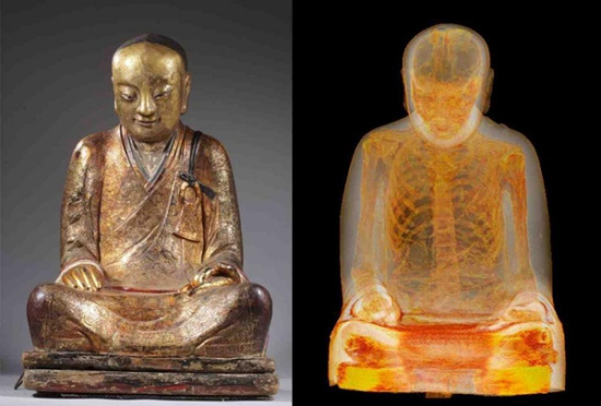 A CT scan shows a body, whose internal organs were removed, concealed in an ancient Chinese statue of a Buddha. (Photos provided by the Drents Museum)