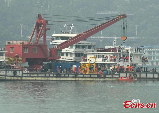 Bus to be salvaged from Yangtze River