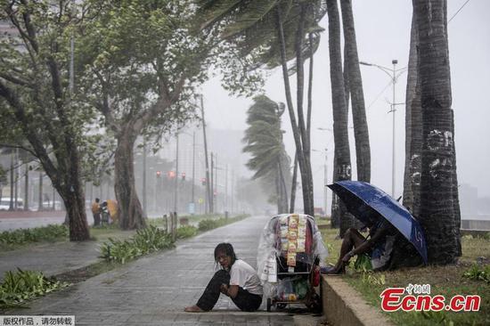 Typhoon Yutu batters Philippines