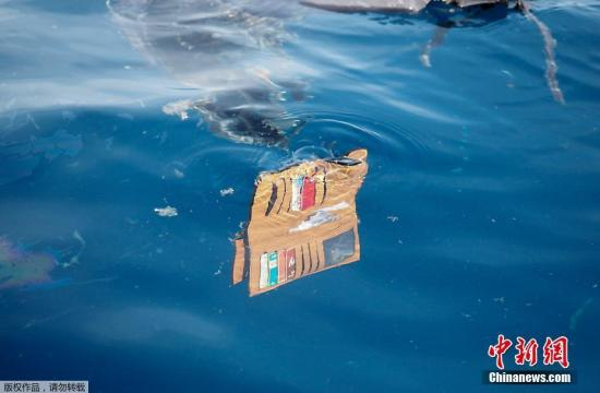 The belongs of crashed Lion air plane's victims are seen in the water. (Photo/Agencies)