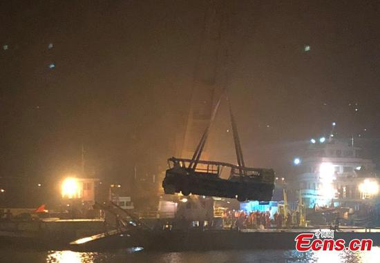 Bus wreck retrieved from river in Chongqing