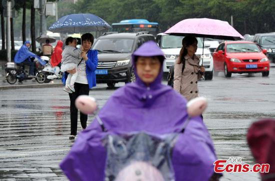 Rain hits Fujian as Typhoon Yutu approaches
