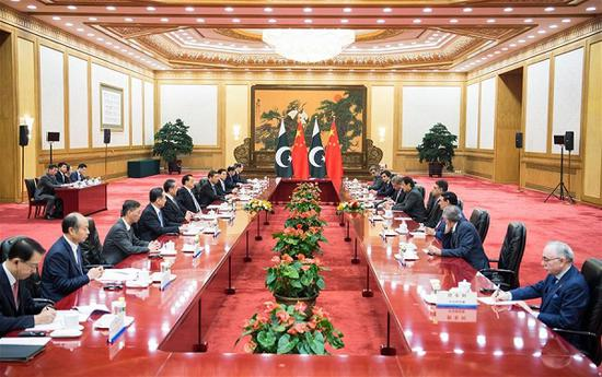 Chinese Premier Li Keqiang holds talks with Pakistani Prime Minister Imran Khan, who is paying an official visit to China, at the Great Hall of the People in Beijing, capital of China, Nov. 3, 2018. (Xinhua/Zhai Jianlan)
