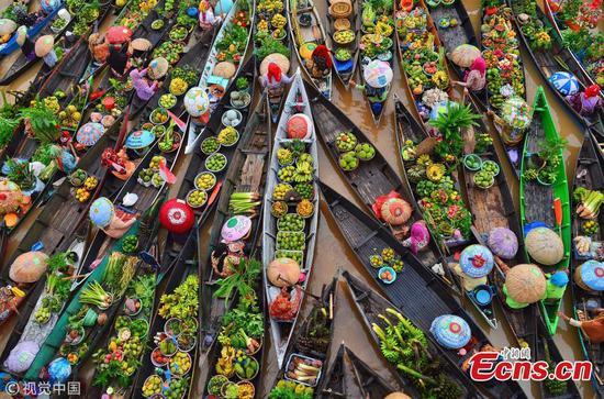 印尼的水上市场:另一种生活方式