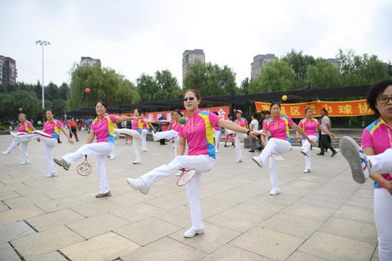 Larger stages set for China's square dance nannies