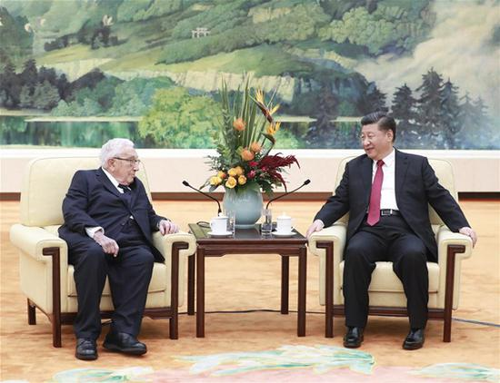 Chinese President Xi Jinping (R) meets with former U.S. Secretary of State Henry Kissinger at the Great Hall of the People in Beijing, capital of China, Nov. 8, 2018. (Xinhua/Pang Xinglei)