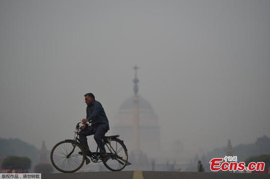 Smog cloaks New Delhi after Diwali festivities