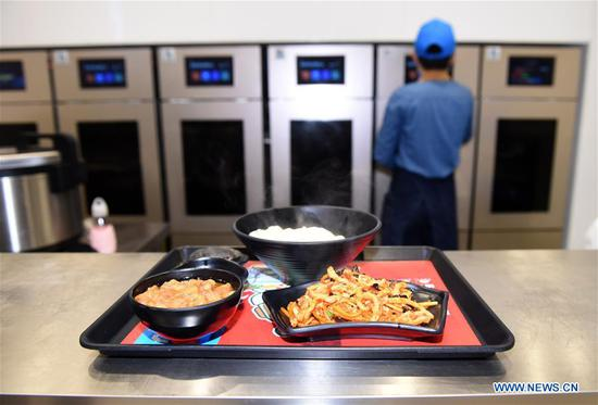 Cookless restaurant serves customers in Beijing