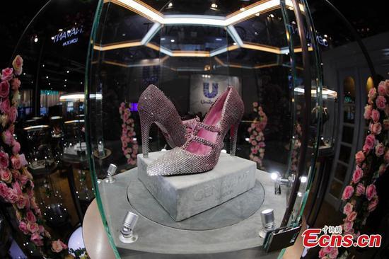 超过10,000件粉红钻石的鞋子在中国进口博览会上亮相。