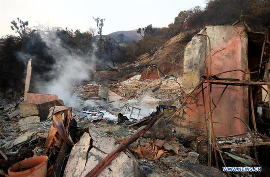 Photo taken on Nov. 10, 2018 shows remains of a construction destroyed by fire in Malibu, California, the United States. (Xinhua/Li Ying)