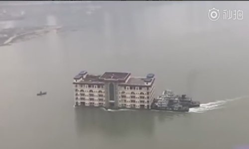 Chongqing authorities seize 5-story floating restaurant on Yangtze